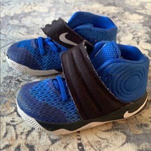 Toddler boys size 7 Kyrie Nike sneakers